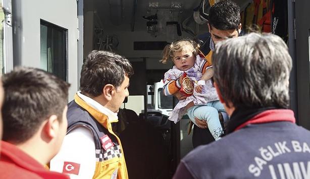 Küçük kızı hastaneye zırhlı ambulans yetiştirdi