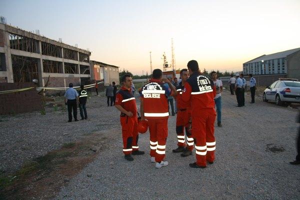 Uşak'ta inşaat halindeki bir bina çöktü UMKE Olay Yerinde