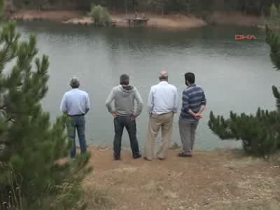 Sağlık memuru göletlerde aranıyor