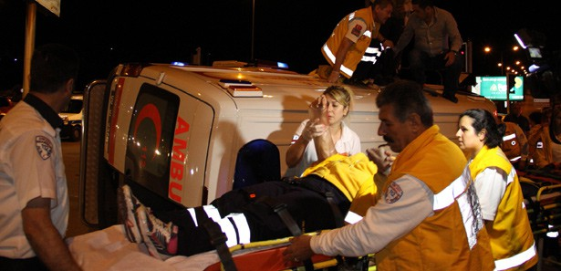Ambulans ile otomobil çarpıştı: 1'i ağır 5 yaralı