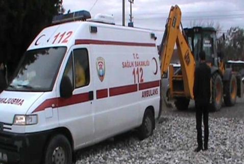 Ambulans 'kötü zemin'in kurbanı oldu!