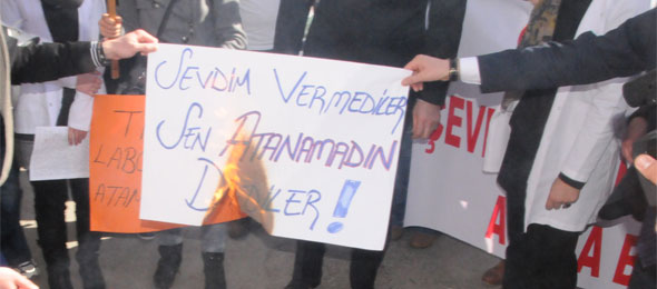 Atanamayan Sağlık Çalışanları Ankara'da Eylem Yapacak