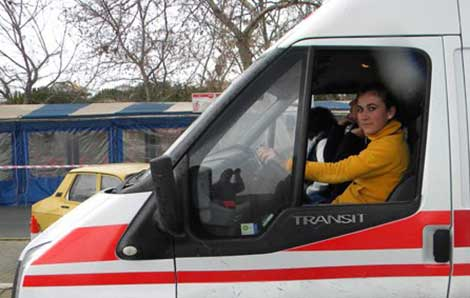 Ambulanslar bayanların kontrolüne geçiyor