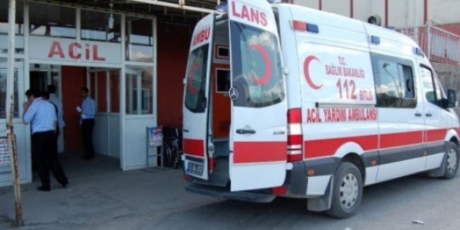 13 günlük bebeği taşıyan ambulans görevlilerine 'tepe lambası' dayağı