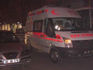 Ambulans ile otomobil çarpıştı.