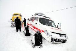 Paletli ambulans kara saplandı, doğum hastası 5 saat mahsur kaldı