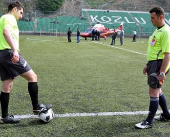 Futbol maçına ambulans helikopter molası