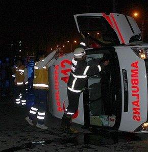 Ambulans ile otomobil çarpıştı;7 Yaralı