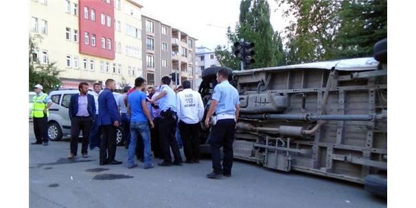 Kars'ta ambulans kaza yaptı: 4 yaralı