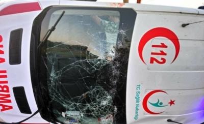 Alanya'dan Antalya'ya hasta taşıyan ambulans kaza yaptı