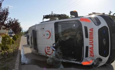 Amasya'da Ambulansla Otomobil Çarpıştı: 4 Yaralı