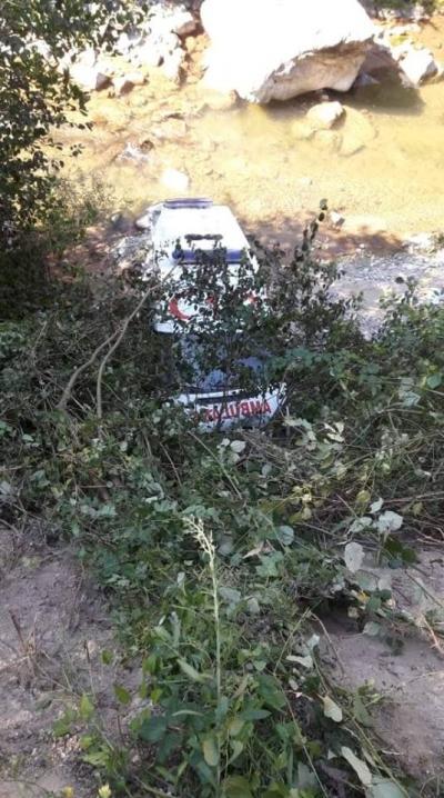 Ambulans Dereye Uçtu:1 Yaralı