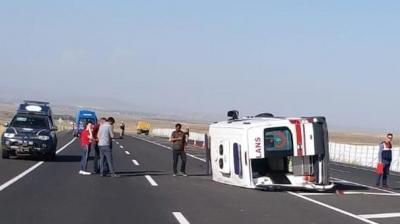 Ambulans Devrildi: 5 yaralı