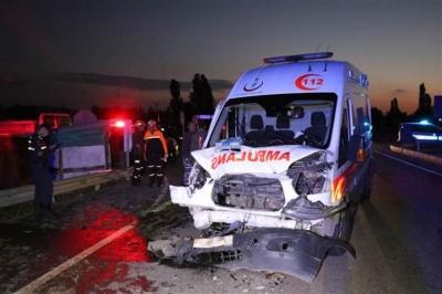 Ambulans İle İki Otomobil Çarpıştı: 3 Ölü, 4 Yaralı