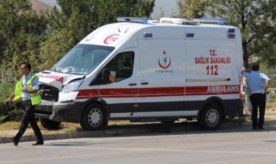 Ambulans ile otomobil çarpıştı: 6 yaralı