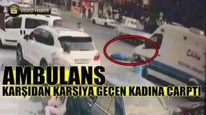 Ambulans karşıdan karşıya geçen kadına çarptı