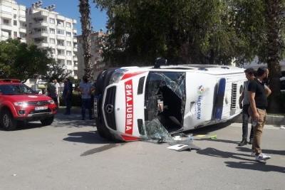 Ambulansla otomobil çarpıştı: 1 yaralı