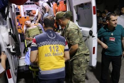 Askerler hastaneye kaldırıldı, tüm sağlık personeli göreve çağırıldı