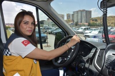 Babasının hayalini gerçekleştirmek için ambulans sürücüsü oldu,Kırıkkale'nin ilk ve tek kadın ambulans sürücüsü