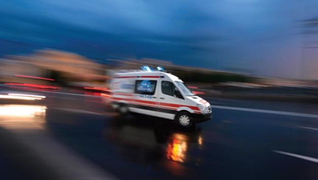 Sivas'ta otomobil ile ambulans çarpıştı