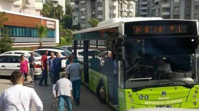 Belediye otobüsü 'ambulans' oldu