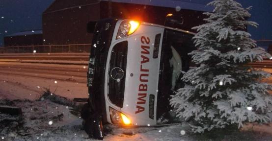 Ereğli'de 2 ambulans devrildi, doktor ve hemşire yaralı
