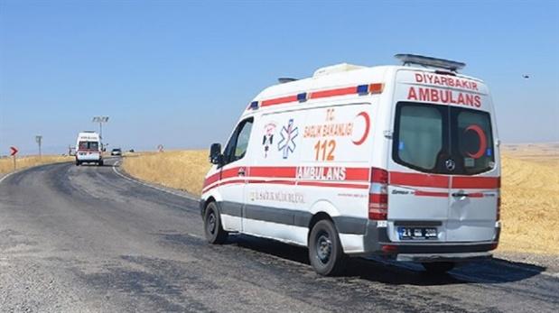 Ambulanstaki malzemeleri yağmaladılar!