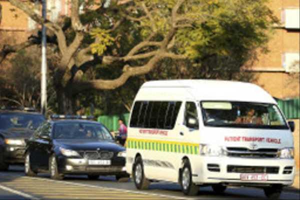 Mandela'yı taşıyan ambulans yolda kaldı