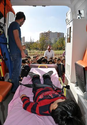 Minik öğrencilere 112 ambulansları tanıtıldı