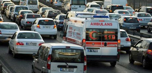 İl Sağlık Müdürü: Ambulanslarımıza Yol Verin!