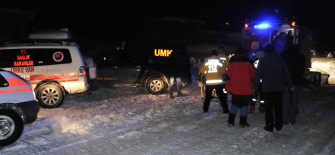 Van'da Hasta Kurtarmaya Giden Ambulans Kara Saplandı