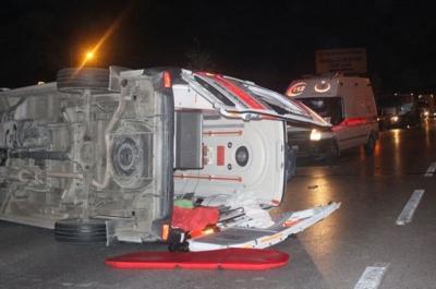 Denizli'de ambulans takla attı: 6 yaralı