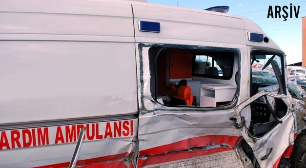 Ambulansla Otomobil Çarpıştı 1 ATT Yaralandı