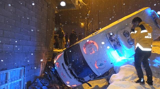 Hakkari'de ambulans kazası