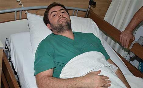 Sıra bekleyen hasta yakınları, doktorun kaburgalarını kırdı