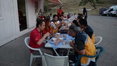 Gönüllü Sağlıkçıların Sınırda İftar ve Sahuru