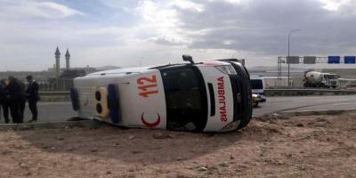 Hamile kadını taşıyan ambulans devrildi: 6 yaralı