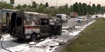 Ambulans Seyir Halindeyken Alev Aldı