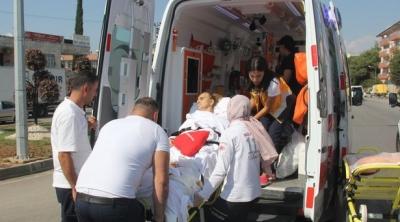 Hasta taşıyan ambulans otomobil ile çarpıştı