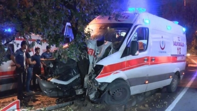Hasta taşıyan ambulans kaza yaptı 6 kişi yaralandı