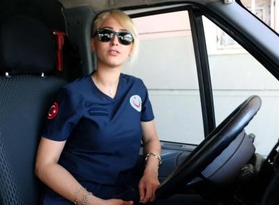 Kahramanmaraş'ta Bayan Ambulans Sürücüsü Hayalindeki İşi Yapıyor