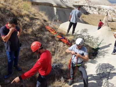 Kayalıklara Düşen Genci Umke Ekipleri Kurtardı