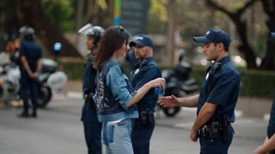 Kendall Jenner'lı Pepsi reklamı, tepkiler üzerine geri çekildi