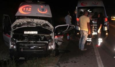 Kocaeli'de ambulansla motosiklet çarpıştı
