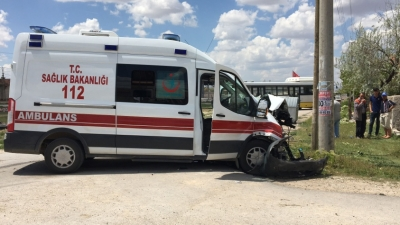 Konya'da hasta almaya giden ambulans kaza yaptı: 3 yaralı