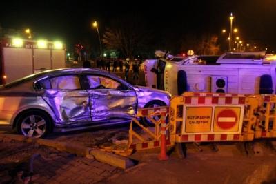 Otomobille Çarpışan Ambulans Devrildi: 5 Yaralı