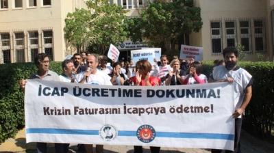 Sağlık çalışanları icap nöbeti ücretlerinin ödenmemesini protesto etti