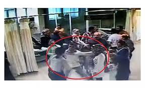 Sağlıkta şiddet durulmuyor... Hasta yakınları bu sefer de güvenlik görevlisini darp etti