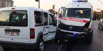 Şişli'de ambulans kaza yaptı! Yaralılar var