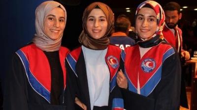 Üçüz sağlıkçı kız kardeşler, mezun oldu